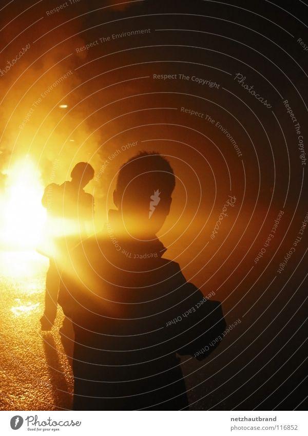 Wenn die Bundeswehr Silvester feiert Lampe Tod Wärme hell Angst Brand Silvester u. Neujahr Physik heiß Feuerwerk brennen Krieg Panik blind Explosion Teufel