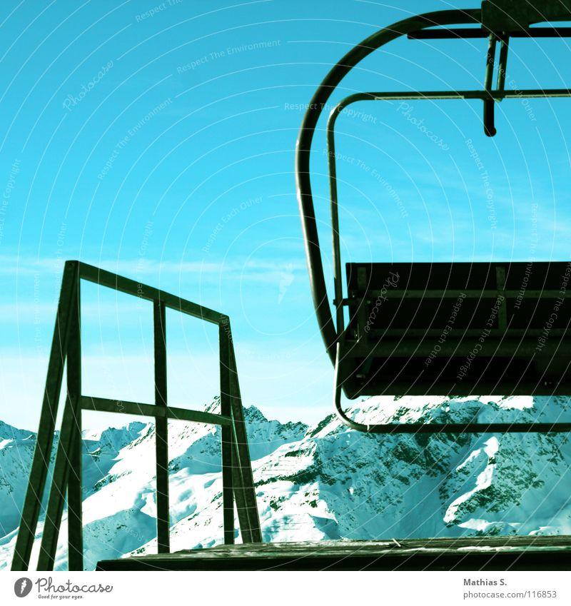 Lift to heaven Himmel blau weiß Sonne Wolken Winter Berge u. Gebirge Beleuchtung Schnee See Tourismus Gipfel Österreich Station Blauer Himmel Skifahrer