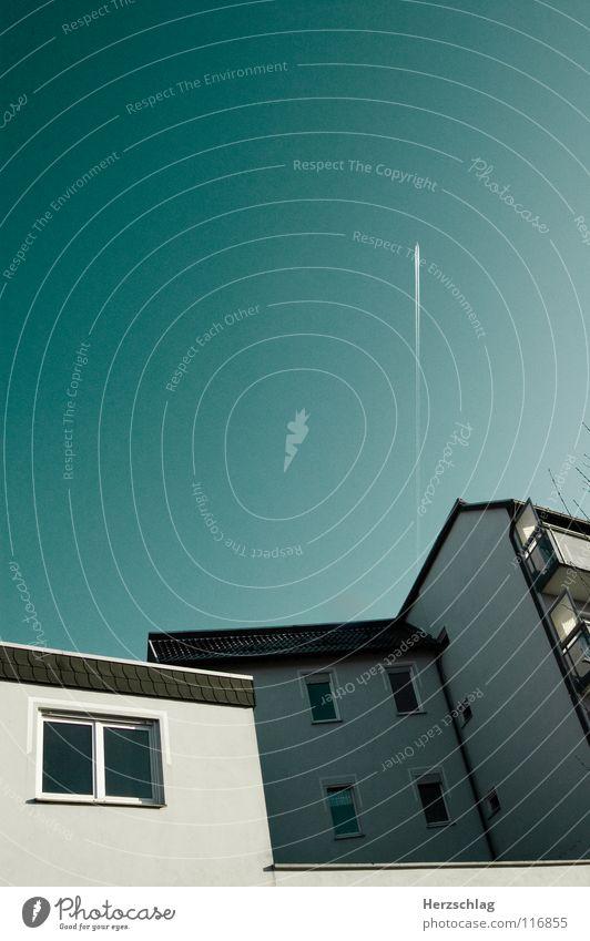 Über uns... Himmel Natur Haus Fenster Wand Architektur Flugzeug Macht Dach Balkon türkis aufwärts Gott dramatisch Ödland Götter