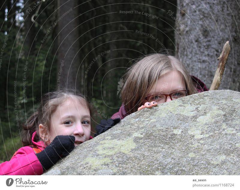 Hide & Seek Mädchen Kindheit Jugendliche Leben Gesicht Auge 8-13 Jahre 13-18 Jahre Umwelt Natur Landschaft Klima Baum Wald Felsen Stein Jacke Handschuhe Stock