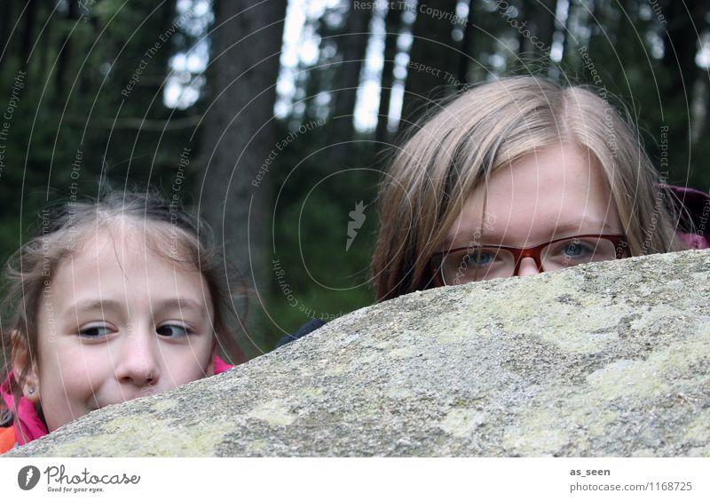 Im Sherwood Forest Mensch Kind Natur Jugendliche Freude Mädchen dunkel Wald Umwelt Gesicht Auge Leben Stein Felsen Kindheit authentisch