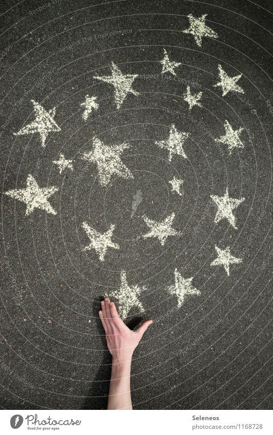 Her mit dem schönen Leben! Freizeit & Hobby Ferne Freiheit Mensch Hand 1 Stern glänzend leuchten frei Neugier Hoffnung greifen Griff Kreide Farbfoto