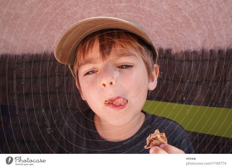 cräppp Mensch Kind grün Sommer Gesicht Wand Frühling Junge Essen Mauer grau Lebensmittel braun maskulin Kindheit blond
