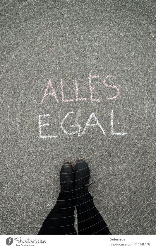 is ja Freitag Mensch Beine Fuß 1 Schuhe Schriftzeichen Schilder & Markierungen Hinweisschild Warnschild Graffiti stehen Gefühle gleich Gleichgültigkeit
