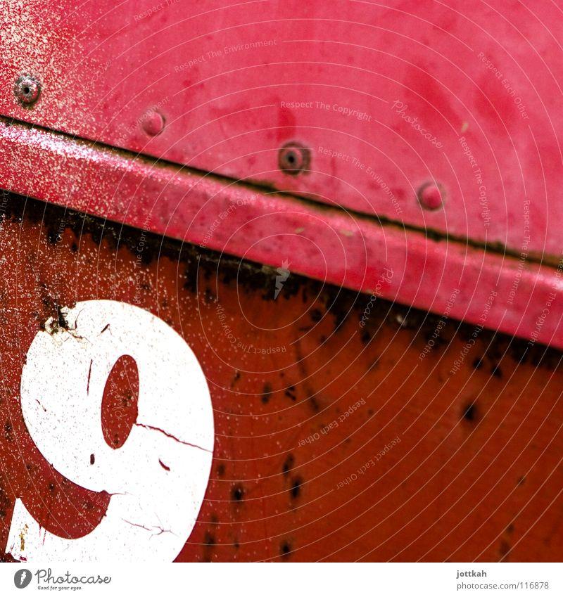 9 alt weiß rot Ecke Schriftzeichen kaputt Ziffern & Zahlen Quadrat Verfall Rost Typographie Material Container Anschnitt