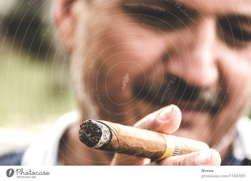 unser Mann in Havanna Reichtum Rauchen Tourismus maskulin Erwachsene Gesicht Bart Finger 1 Mensch 45-60 Jahre Kuba Zigarre Lächeln Glück braun Zufriedenheit