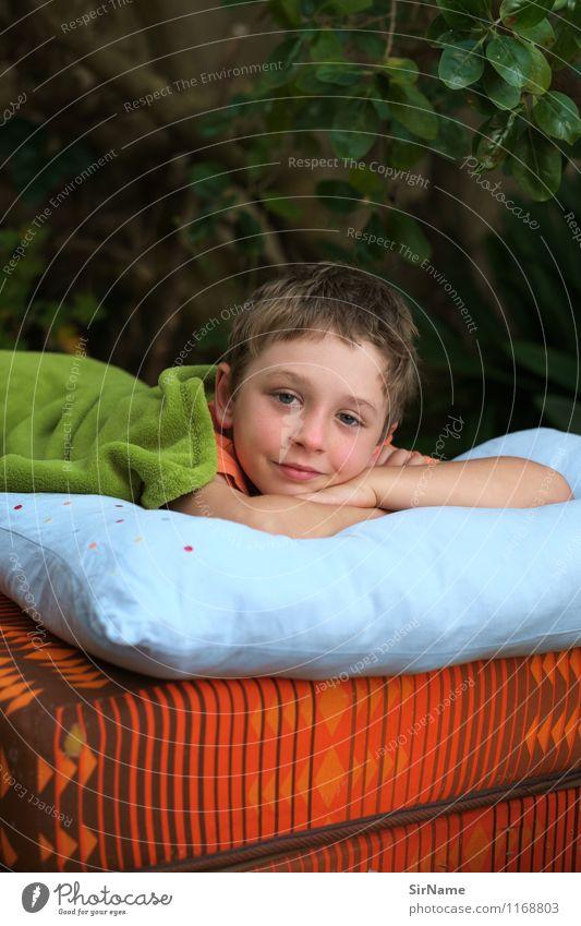 370 Mensch Kind Pflanze Sommer Erholung Leben Junge Garten Lifestyle liegen Wohnung träumen Freizeit & Hobby Zufriedenheit Häusliches Leben Kindheit