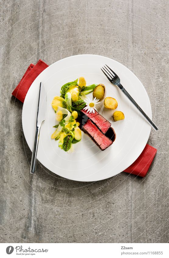 Rind küsst Spargel Lebensmittel Gemüse Fleisch Rindfleisch Rinderfilet Spargelspitze Spargelzeit Kartoffeln Feinschmecker Ernährung Italienische Küche