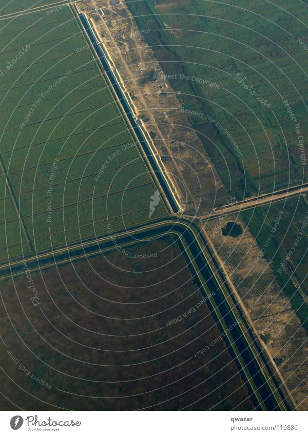 landscape Ernährung fields irrigation air airplane from above water growing geometry