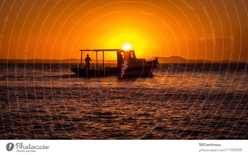 Das Fischerboot im Abendrot Mensch Natur Ferien & Urlaub & Reisen Erholung Meer ruhig Berge u. Gebirge Zeit Zufriedenheit Schönes Wetter Abenteuer Schifffahrt