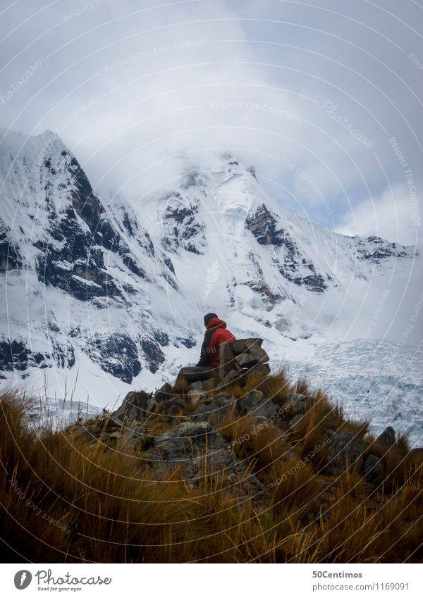 Der Wanderer Mensch Natur Ferien & Urlaub & Reisen Jugendliche Mann Landschaft Junger Mann Winter Ferne Erwachsene Berge u. Gebirge Wiese Schnee Freiheit