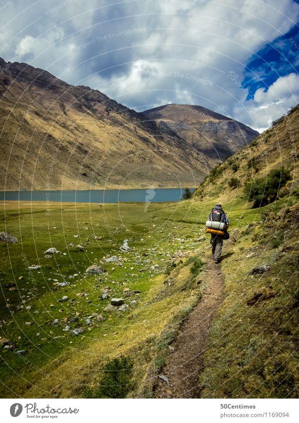 Wandern in den Bergen Mensch Natur Ferien & Urlaub & Reisen Sommer Erholung Landschaft ruhig Wolken Ferne Umwelt Berge u. Gebirge Wiese Freiheit See Wetter