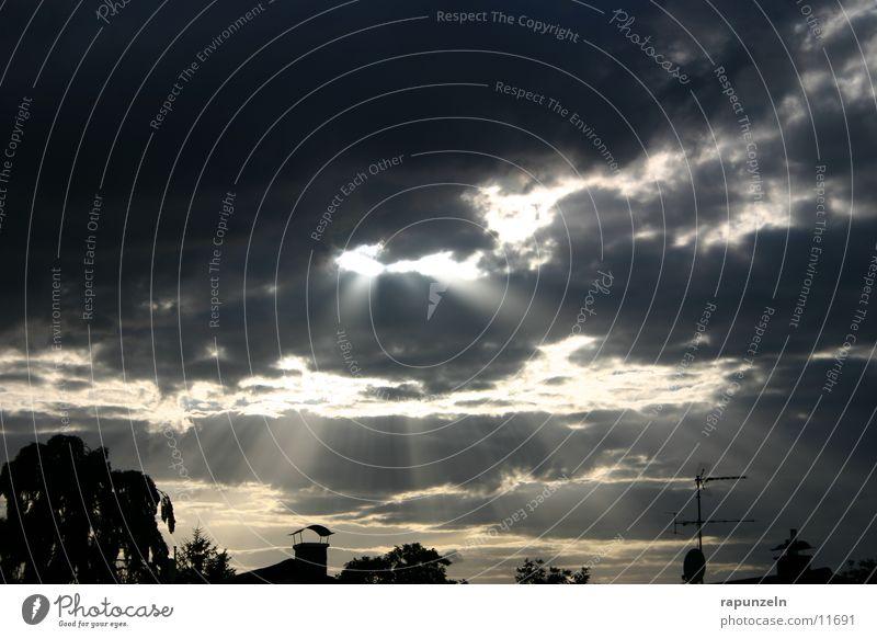 Kleinstadtwunder #2 Wolken dramatisch Strahlung Wunder Sonne Himmel Abend