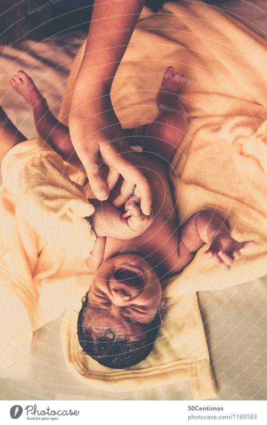 Die Geburt schön Körperpflege Gesundheit Baby Mutter Erwachsene Hand 2 Mensch 0-12 Monate nackt Badetuch Schwimmen & Baden füttern Liebe schreien weinen