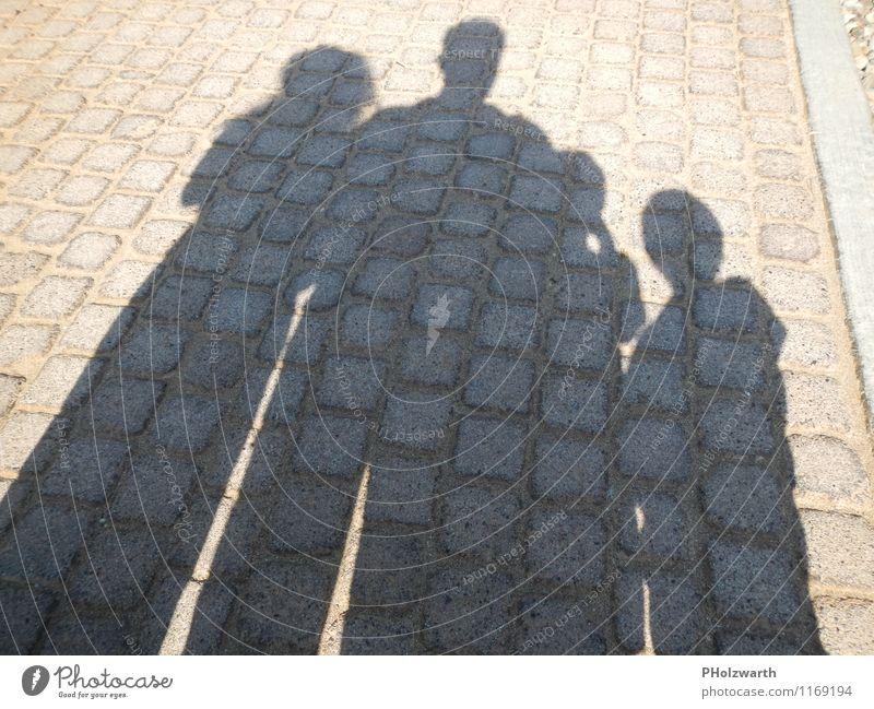 Schatten der Familie Mensch Frau Kind Mann Erwachsene feminin Junge Wege & Pfade grau Familie & Verwandtschaft braun maskulin Idylle Kindheit authentisch stehen