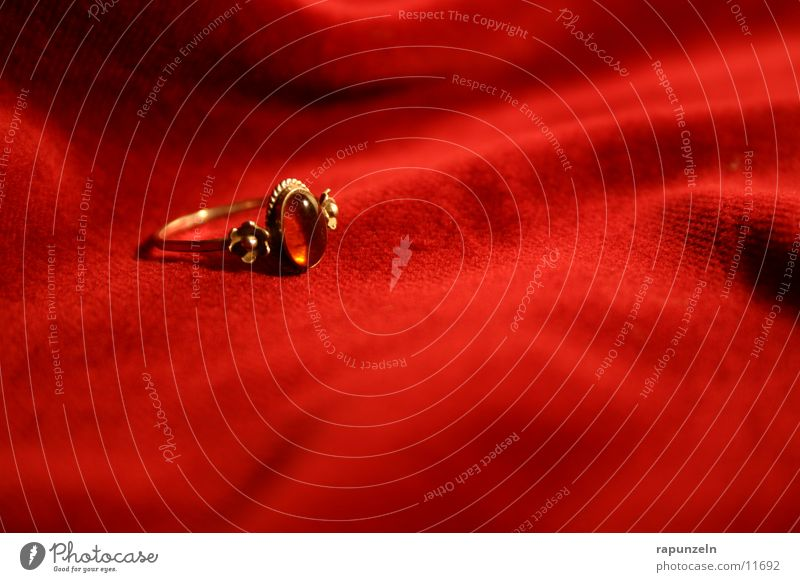 Ring #1 rot gold Geschenk Kreis Romantik Kitsch Schmuck Samt
