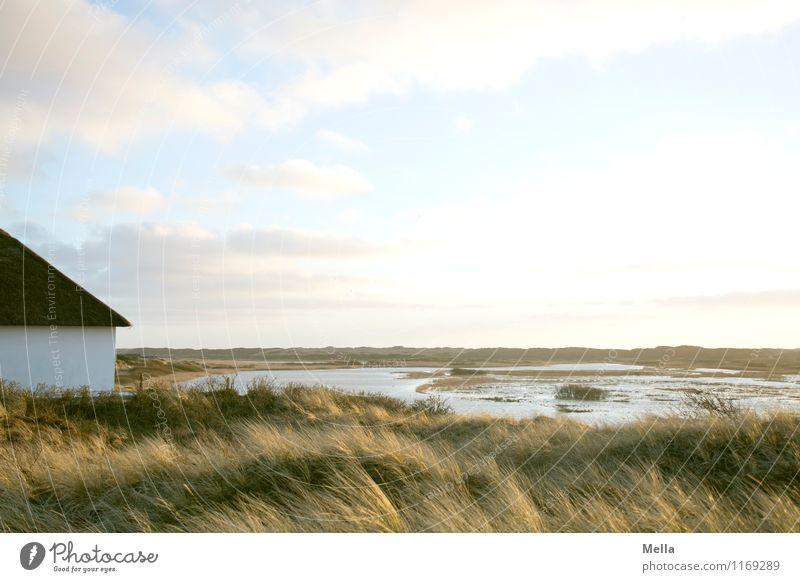 Die weiteren Aussichten: schön. Himmel Natur Wasser Erholung Landschaft ruhig Haus Ferne Umwelt Gras natürlich Küste See Horizont Idylle Pause