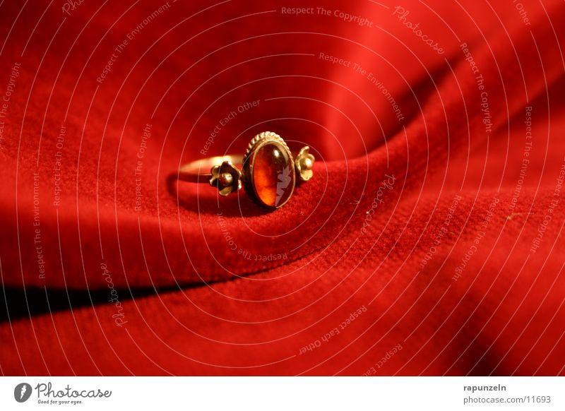 Ring #2 rot gold Geschenk Kreis Romantik Kitsch Schmuck Ring Samt Stoff