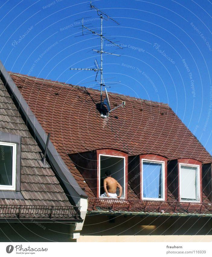 hot or not Hand Himmel weiß Sommer Winter Fenster Eis Arme Rücken Dach heiß Typ Antenne himmelblau Dachziegel Dachgiebel
