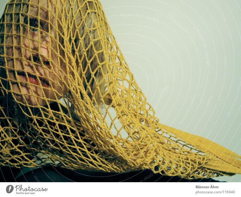 Bin dabei!!!!! Frau Kopf Traurigkeit Denken Schnur Trauer Netz Vertrauen Sehnsucht Leidenschaft Tasche tragen nehmen ziehen Treue Zerreißen