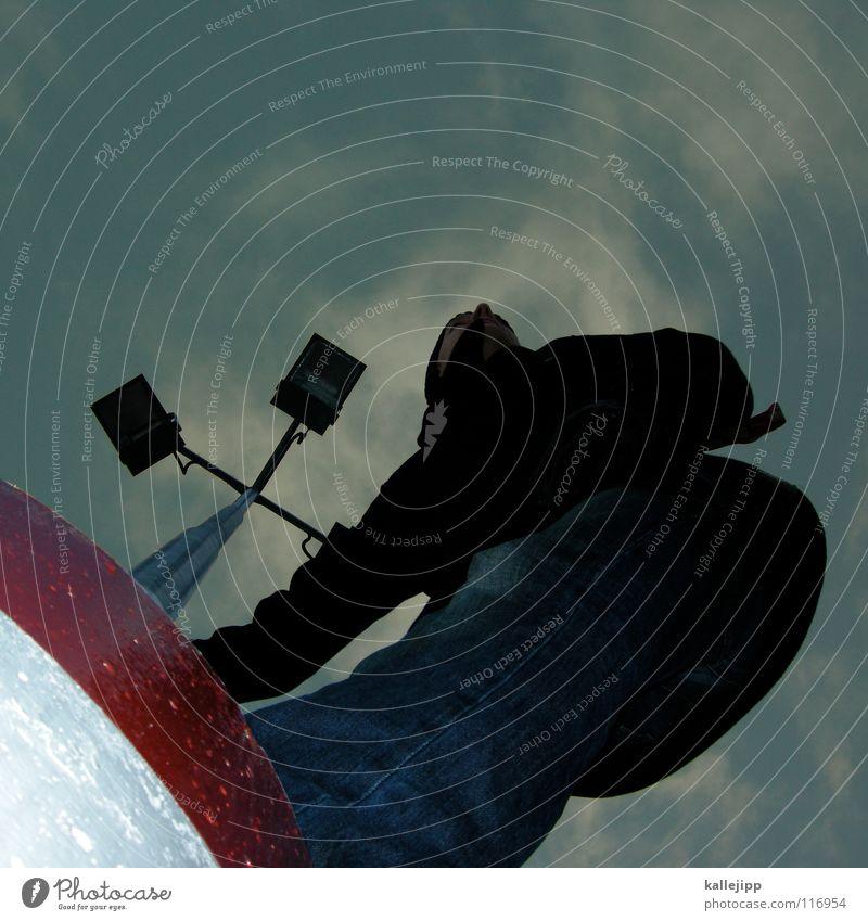wetterfrosch Blick Kapitän Lampe Laternenpfahl Aussicht Navigation Richtung See Luft Kurort frisch Späher blenden Meer Le Parkour Plattenbau Haus Mieter