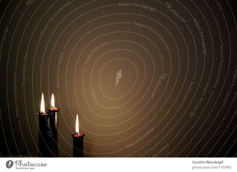 Stille Nacht. Kerze Wand Tapete Licht Raufasertapete Kerzenständer 3 Familienfeier festlich Stimmung Weihnachten & Advent heilig Weitwinkel Vignettierung rund
