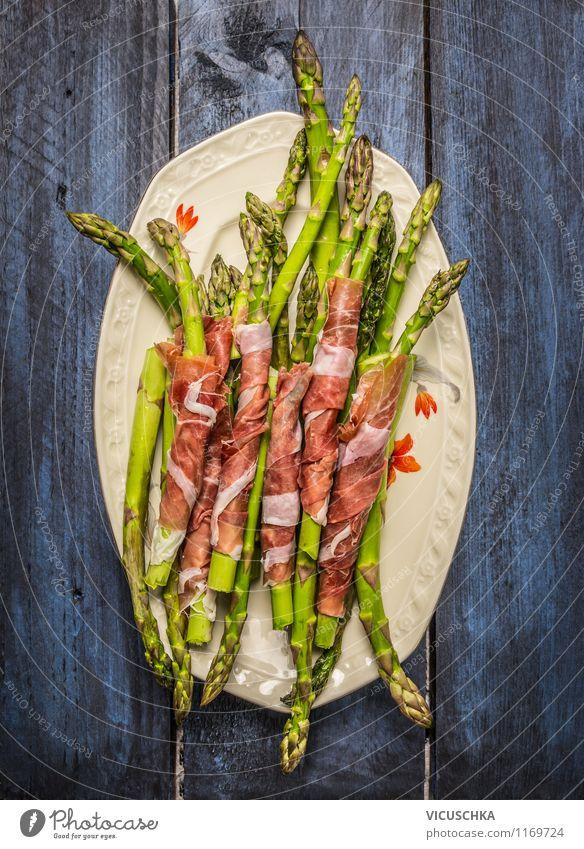 Grüne Spargel mit Schinken auf Teller Lebensmittel Fleisch Wurstwaren Gemüse Ernährung Mittagessen Abendessen Bioprodukte Diät Stil Design Gesunde Ernährung