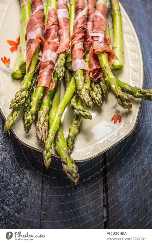 Grüne Spargel mi Schincken Lebensmittel Wurstwaren Gemüse Ernährung Mittagessen Abendessen Bioprodukte Teller Stil Design Grill einfach Hintergrundbild Parma