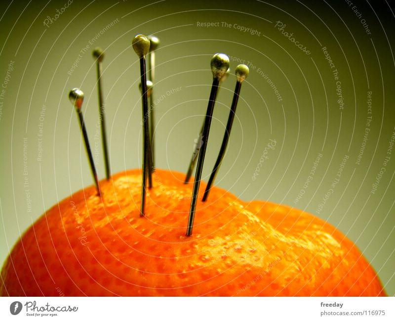 ::: Akupunktur ::: dunkel Ernährung Lebensmittel Gesundheit Frucht Orange Haut Wachstum rund Schmerz Loch silber Vitamin Nadel Saft Mittelpunkt