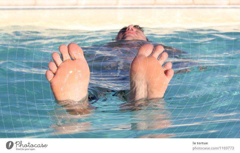 floating Mensch Ferien & Urlaub & Reisen blau Sommer Wasser Sonne Erholung ruhig kalt Schwimmen & Baden Fuß maskulin Zufriedenheit frisch Haut genießen