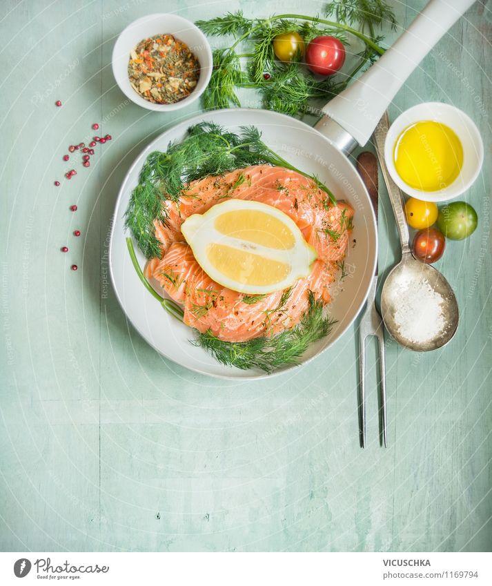 Lachsfilet mit Dill, Zitrone, Öl und Tomaten braten Lebensmittel Fisch Gemüse Kräuter & Gewürze Ernährung Mittagessen Abendessen Bioprodukte