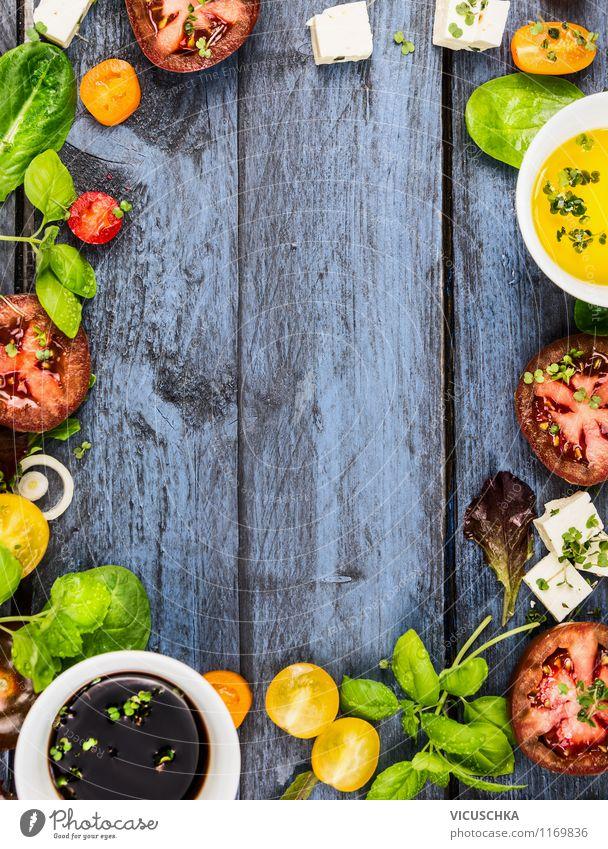 Sommer Salat Zutaten auf blauem Holztisch Lebensmittel Gemüse Salatbeilage Kräuter & Gewürze Öl Ernährung Mittagessen Bioprodukte Vegetarische Ernährung Diät