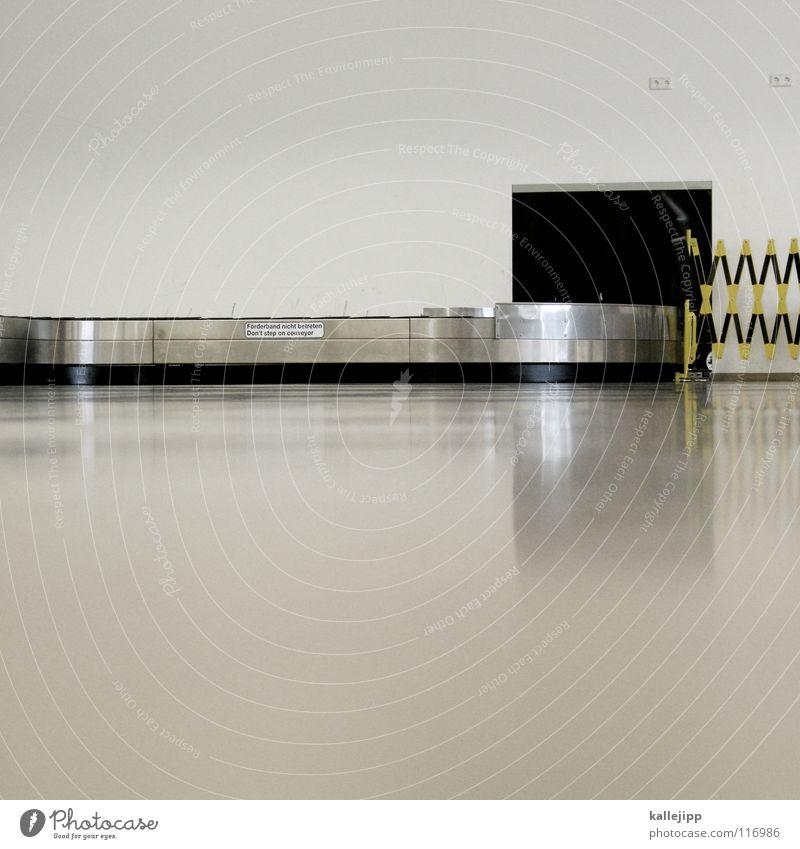koffer to come Förderband Schacht Durchgang Gitter Barriere Koffer Ankunft Gepäck nehmen Bodenbelag Reflexion & Spiegelung Wand steril unpersönlich Sauberkeit
