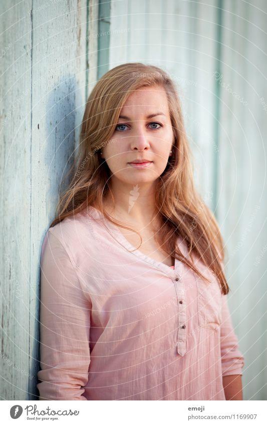 Pastell Mensch Jugendliche schön Junge Frau 18-30 Jahre Erwachsene natürlich feminin blond