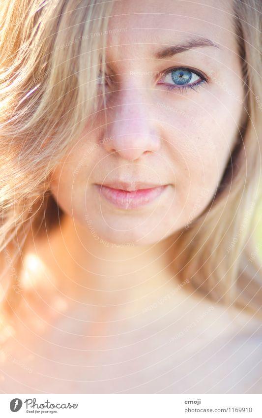 AugenBlick feminin Junge Frau Jugendliche Gesicht 1 Mensch 18-30 Jahre Erwachsene schön Farbfoto Außenaufnahme Nahaufnahme Tag Schwache Tiefenschärfe Porträt