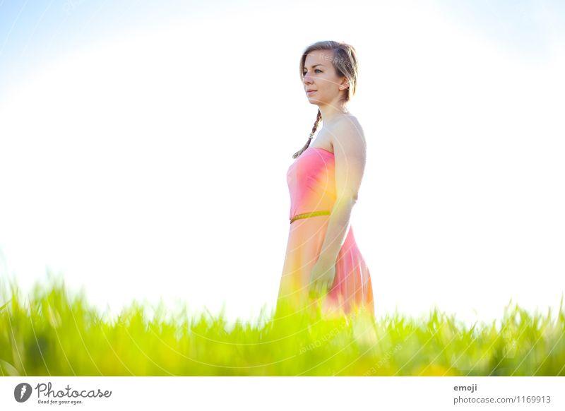 Sommerwiese Mensch Natur Jugendliche schön Sommer Junge Frau 18-30 Jahre Erwachsene Umwelt Wiese natürlich feminin Schönes Wetter