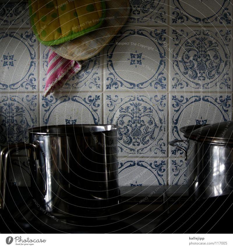bloß nix anbrennen lassen alt blau weiß gelb Ernährung Holz Wärme Metall rosa Wohnung dreckig glänzend Energiewirtschaft Elektrizität Küche Dekoration & Verzierung