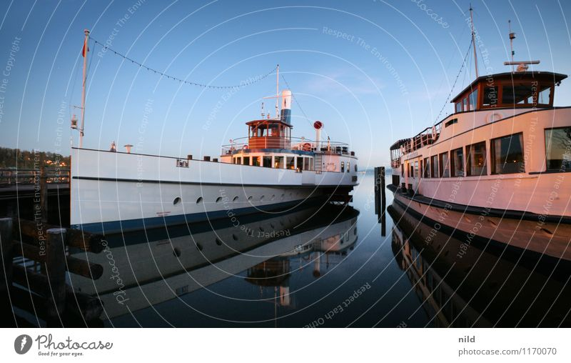 Dampfersteg blau Sommer Wasser ruhig Küste Tourismus elegant Ausflug historisch Seeufer Hafen Schifffahrt Kreuzfahrt Dampfschiff Passagierschiff