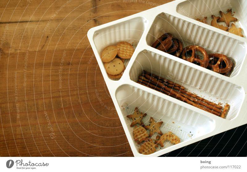 feste Nahrung E Salzgebäck Salzstangen Packung Vogelperspektive Textfreiraum links Hintergrund neutral Bildausschnitt Anschnitt salzig Foodfotografie Brezel
