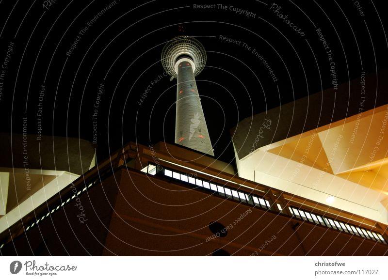 Alexanderplatz Nachtaufnahme Funkturm Berlin Licht Wahrzeichen Denkmal schön Kontrast Hauptstadt Deutschland Berliner Fernsehturm Turm DDR Architektur