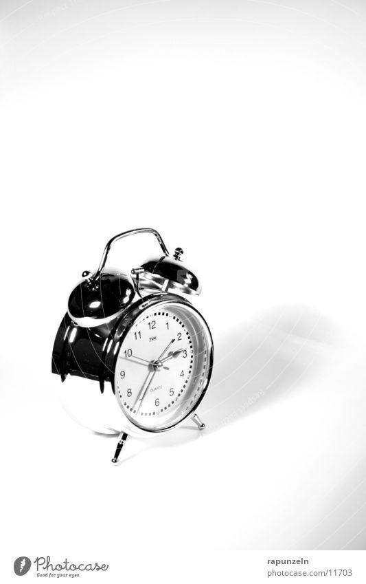 Belästigung #4 Wecker Ziffern & Zahlen schlafen aufwachen Häusliches Leben Morgen Uhrenzeiger
