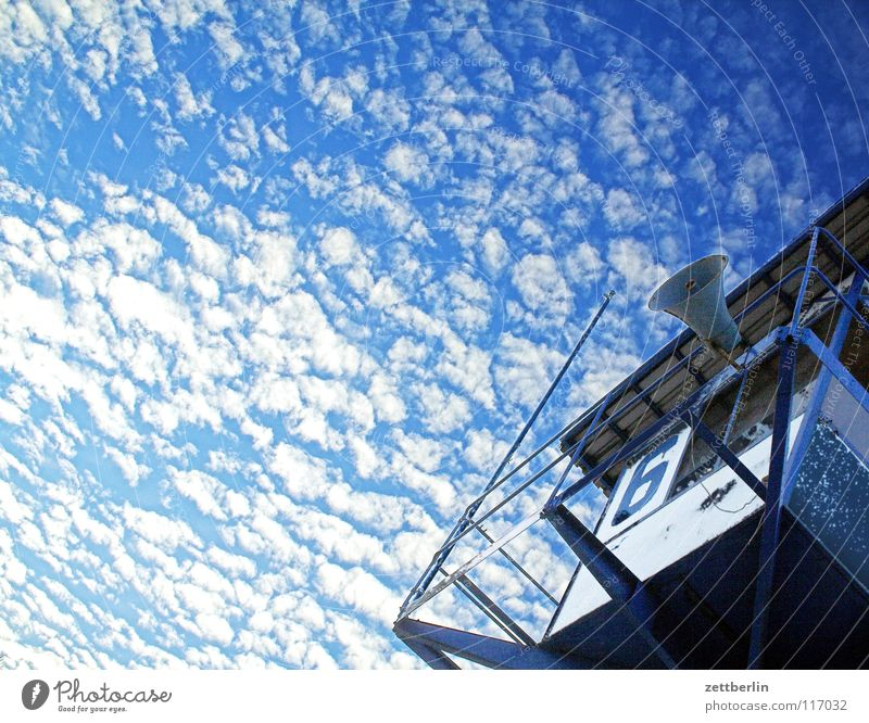 Rettungsturm Rettungsschwimmer Wachturm Aussicht Lautsprecher Unwetterwarnung Strand Meer Ferien & Urlaub & Reisen Karibisches Meer Wolken Himmel Detailaufnahme