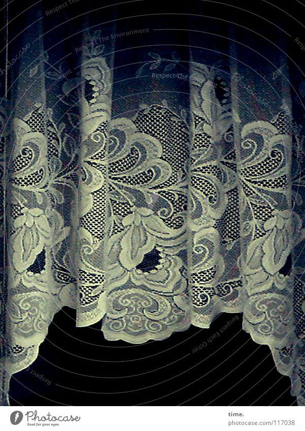 SpitzenDeko weiß Blume dunkel Fenster Wohnung Wellen Häusliches Leben Dekoration & Verzierung Spitze Schutz Stoff geheimnisvoll Falte Wohnzimmer Handwerk hängen