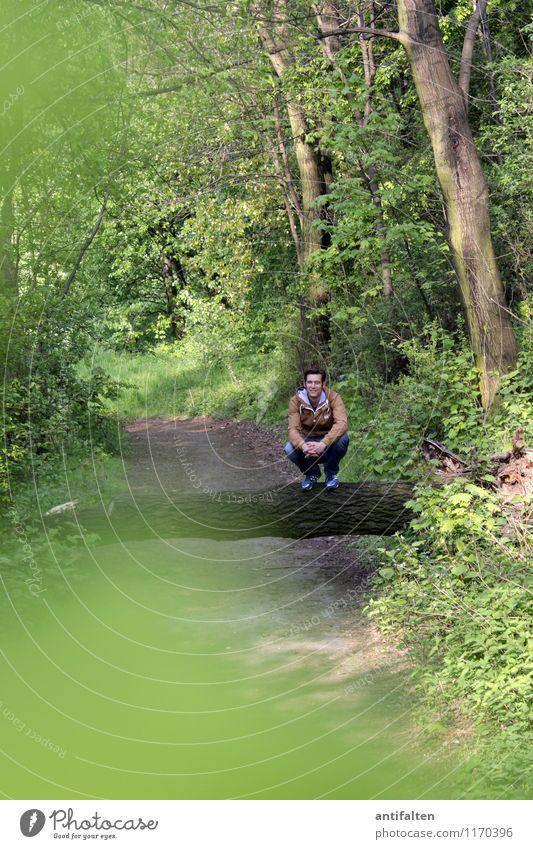 Da hockst di nieder Mensch Natur Mann grün Sommer Baum Landschaft Blatt Tier Wald Erwachsene Leben Frühling natürlich Glück Beine