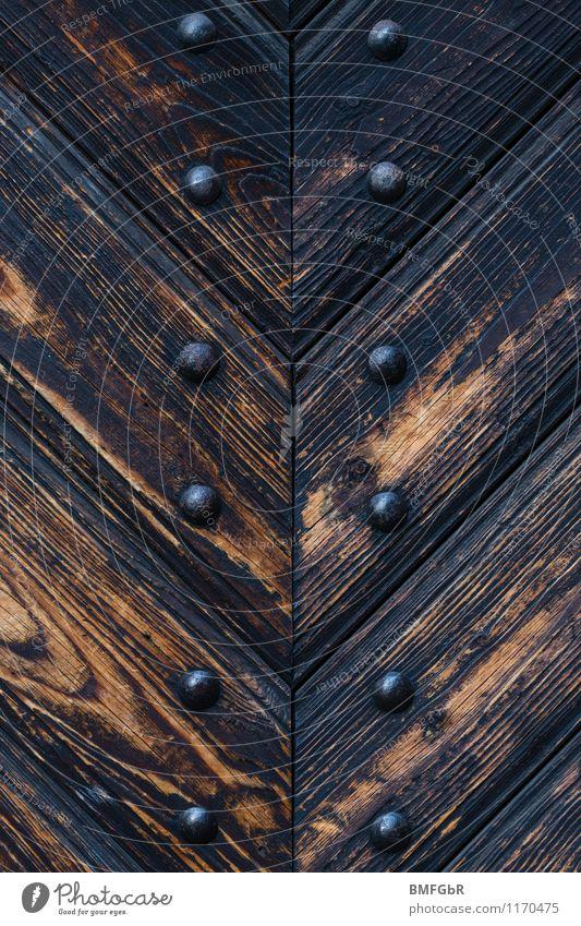 Die Tür ist zu! Stadt Senior Holz Metall Ordnung Kraft Zukunft Vergänglichkeit Macht planen Sicherheit Vergangenheit Burg oder Schloss Vertrauen Denkmal