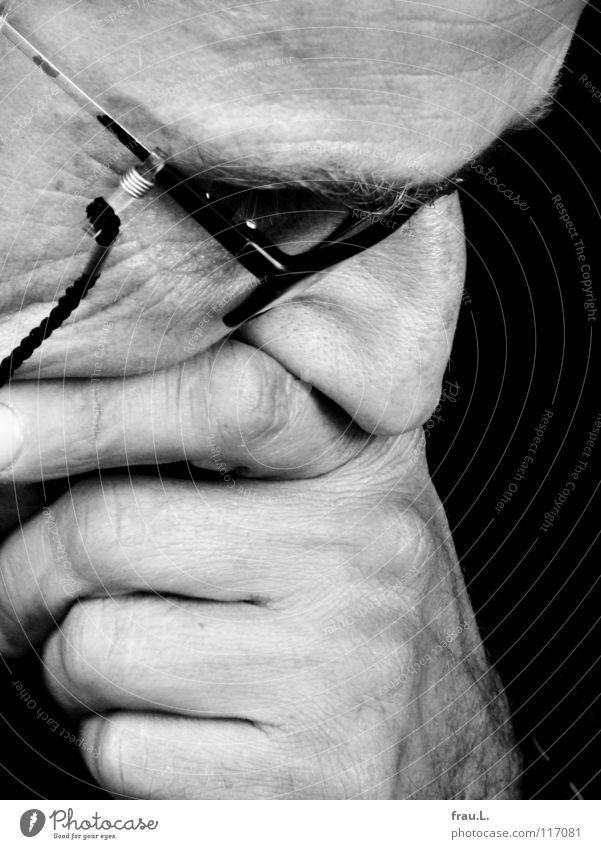 Nase Mann Gesicht Traurigkeit Erwachsene Trauer lesen Brille Konzentration Falte nachdenklich Verzweiflung Prüfung & Examen Sorge Politik & Staat ernst Schicksal