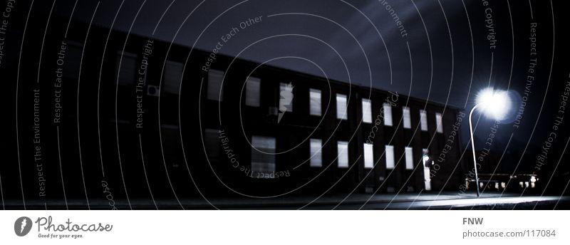 Blocklight Saarland Haus dunkel Licht Fenster Industrie night fensterreihe FNW eos