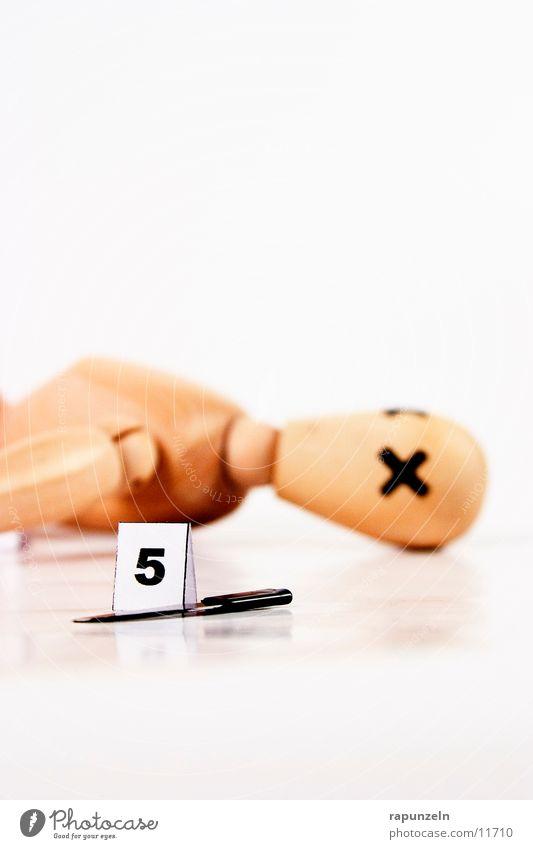 Getting Away With Murder (5) Mensch Holz Dinge Symbole & Metaphern Kugel Puppe Messer Leiche Waffe Mord Opfer Beweis Klinge Gliederpuppe Projektil Totschlag