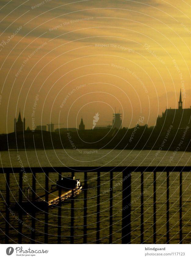 Boat On The River Wasser alt Himmel Stadt gelb Wasserfahrzeug Brücke Fluss Köln Skyline Schifffahrt Bach Barriere Düsseldorf Navigation Brückengeländer