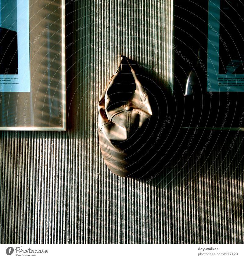 Abgehangen Wand Mütze hängen Reflexion & Spiegelung Streifen dunkel Licht Jalousie Fenster Haken Dekoration & Verzierung Bild Schatten Glas Kontrast